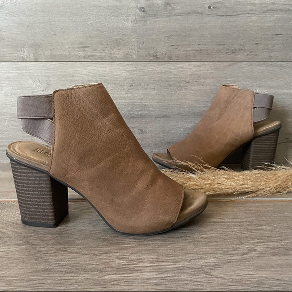 Kenneth Cole Reaction Fridah Fly Ankle Bootie